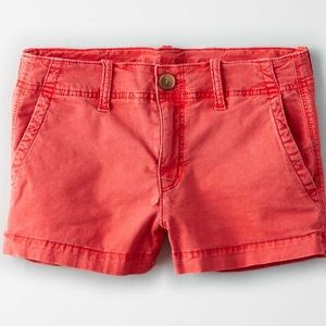 American Eagle Khako Short Shorts in Red